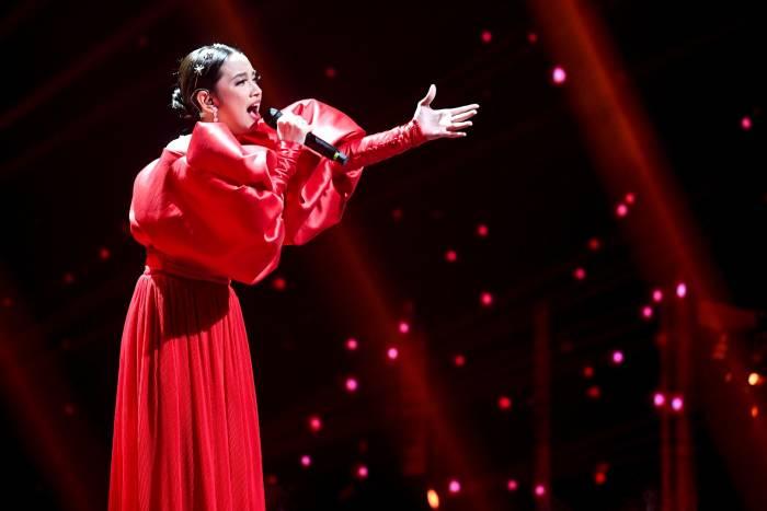 Grand finalis Indonesian Idol Lyodra tampil pada Result and Reunion Show Indonesian Idol di Studio RCTI, Jakarta, Senin (2/3/2020). Lyodra menjadi juara pertama pada Indonesian Idol sesi ke-10.