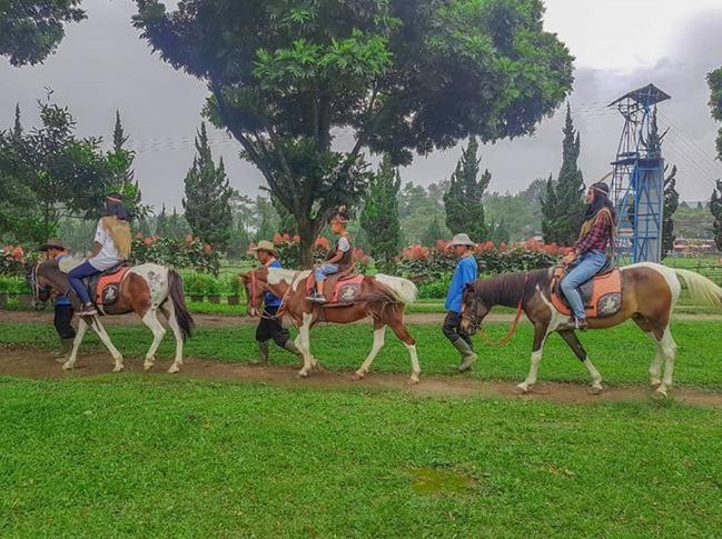 Destinasi wisata alam hits Bandung De Ranch Lembang