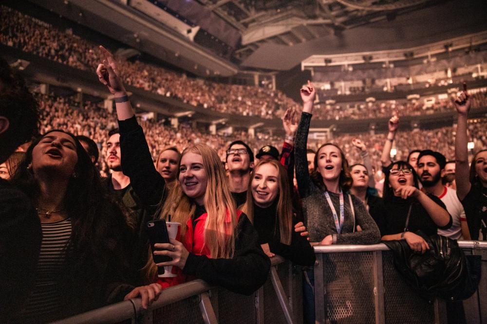 Perasaan bahagia di konser
