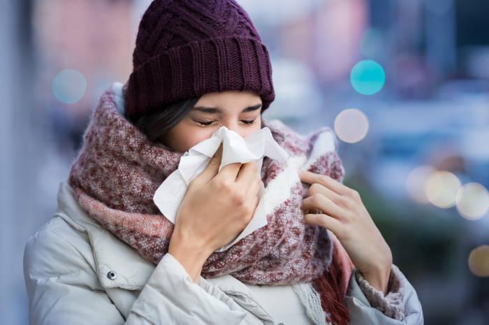 Etika bersin dan batuk di tempat umum