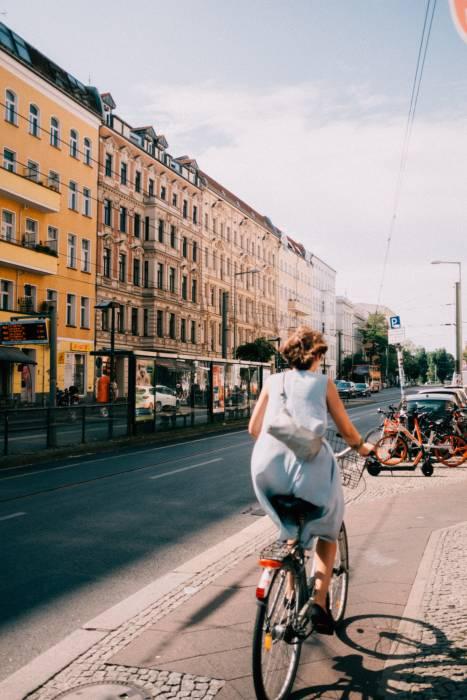bersepeda bisa mencegah penyebaran virus corona.