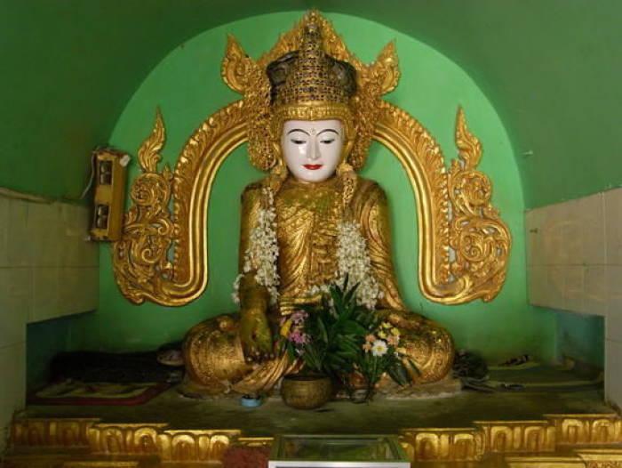 PagodaYadana Labamuni Hsu-taungpye Paya di Paleik, Mandalay, Myanmar.