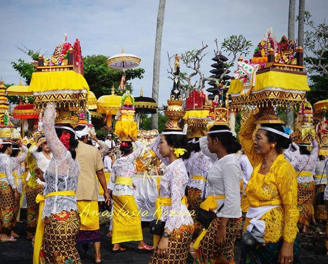 Tradisi masyarakat Hindu saat ritual Melasti di Cimahi