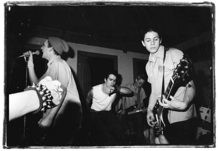 Ian Mackaye (kiri) dan bandnya Minor Threat