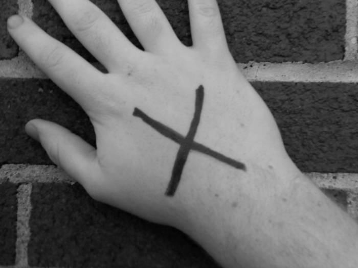 Simbol X di tangan