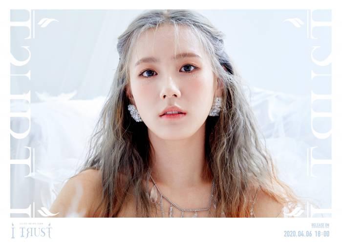 Miyeon dari (G)I-dle dengan konsep