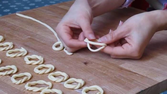 Pasta lorighittas yang berbentuk cincin