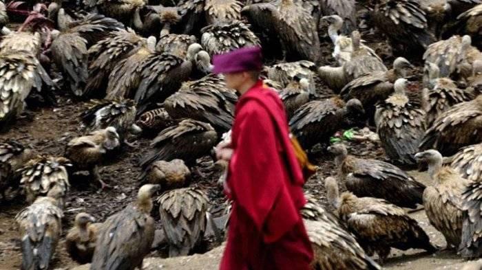 3 Ritual Pemakaman Tak Biasa di Dunia