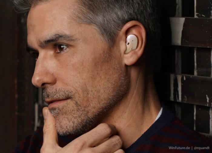Konsep Earbuds Wireless Samsung dengan desain mirip kacang merah