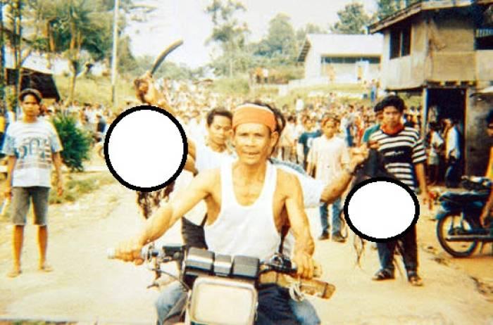 Ilustrasi penggal kepala saat Perang Sampit.