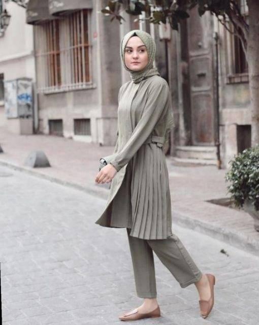 Outfit dengan hijab hijau botol