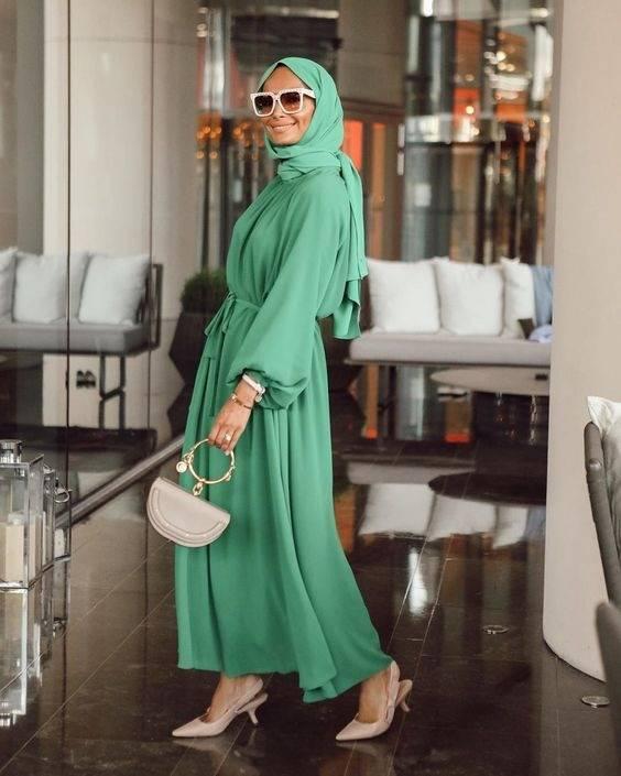 Hijab hijau botol