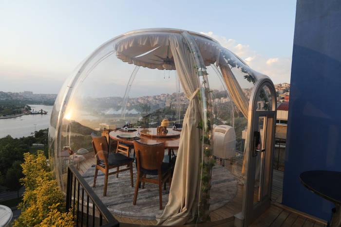 restoran Covid-19, istanbul, turki, restoran sediakan zona aman, restoran aman Covid-19, pandemi Covid-19