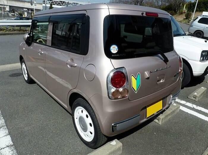 Mobil dengan simbol shoshinsha