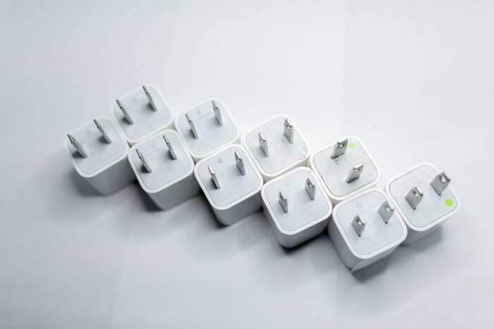 iPhone 12 Series tidak hadir dengan adapter charger di kotak kemasannya