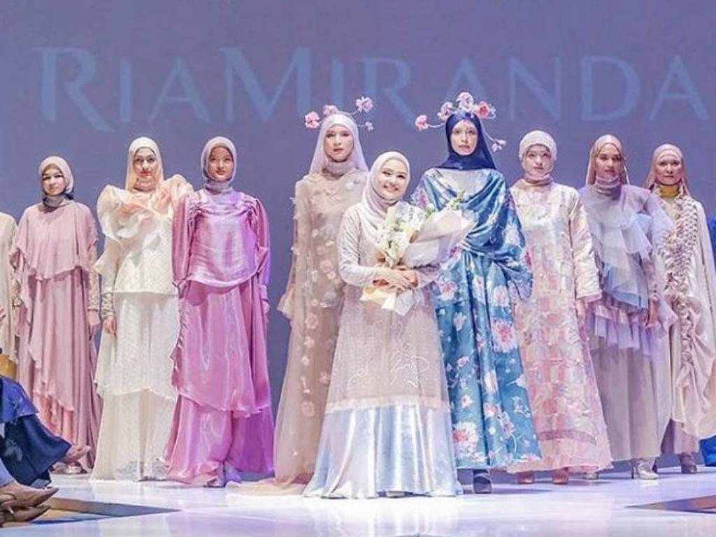 6 Perancang Busana Wanita Indonesia Paling Berpengaruh di Dunia Fashion
