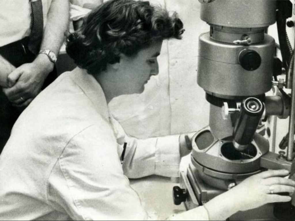 Mengenal June Almeida Wanita Penemu Virus Corona Pertama di Dunia