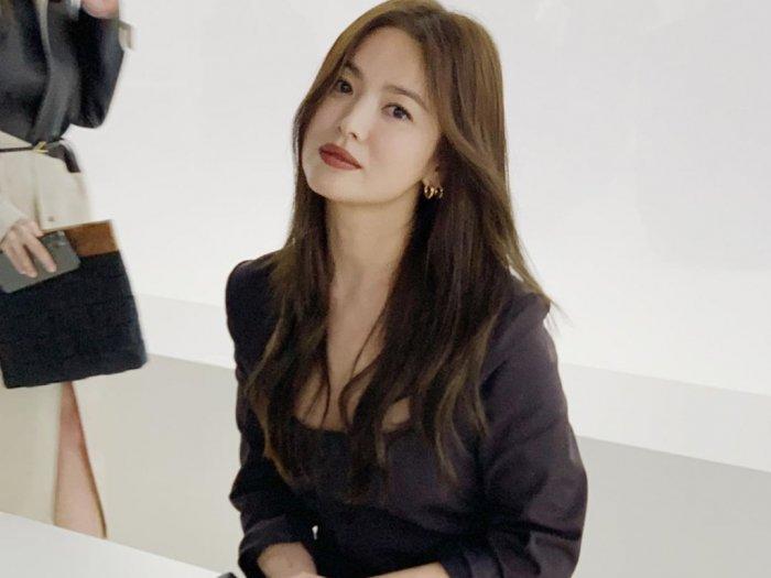 Intip Gaya Serba Hitam Song Hye Kyo di Milan Fashion Week 2020