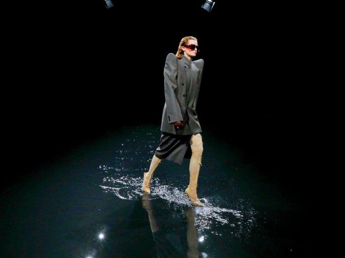 Balenciaga Banjir-banjirandi Paris Fashion Week 2020