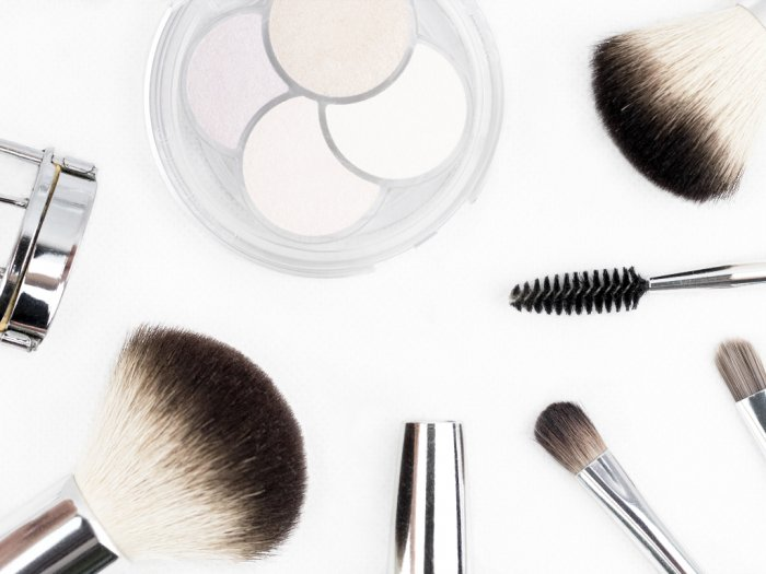 Ini Waktu yang Tepat Untuk Membersihkan 3 Alat Makeup Berikut