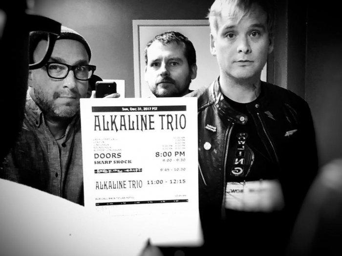 Gagal Tur Karena Corona Alkaline Trio Tetap Hibur Fans dengan Mini Album