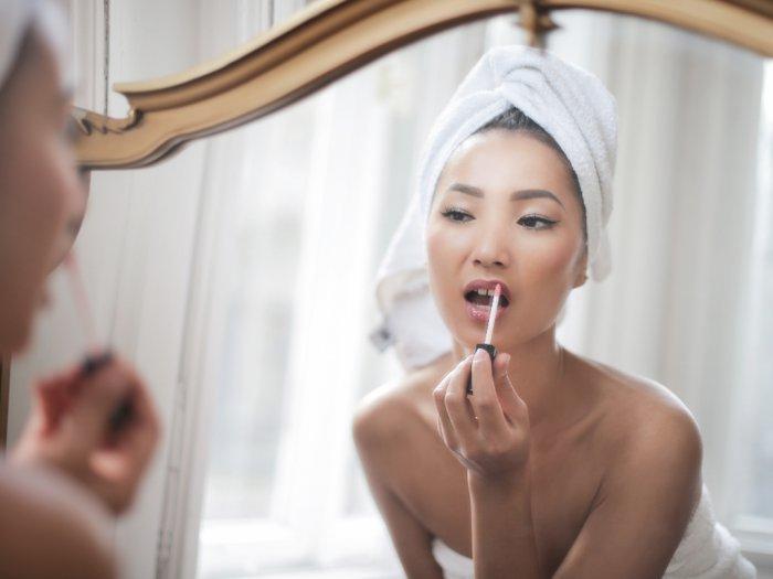 Meski Bibir Pecah-Pecah Lipstik yang Kamu Pakai Tetap Cantik