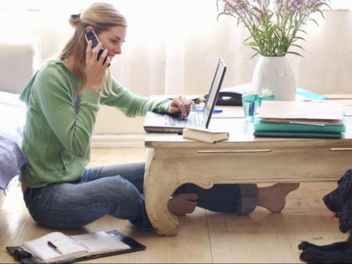 3 Gerakan Sederhana biar Enggak Pegal saat Kerja di Rumah
