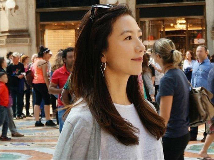 Intip Yuk Gaya Elegan dan Glamor Kim Hee Ae di Drama The World of The Married