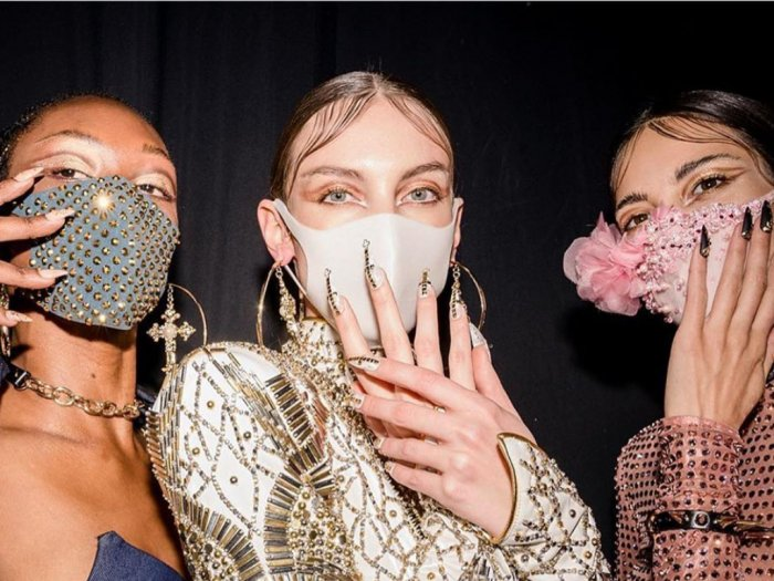 Tak Hanya Cegah Virus Corona Masker Kini Jadi Aksesori Baru dalam Fashion