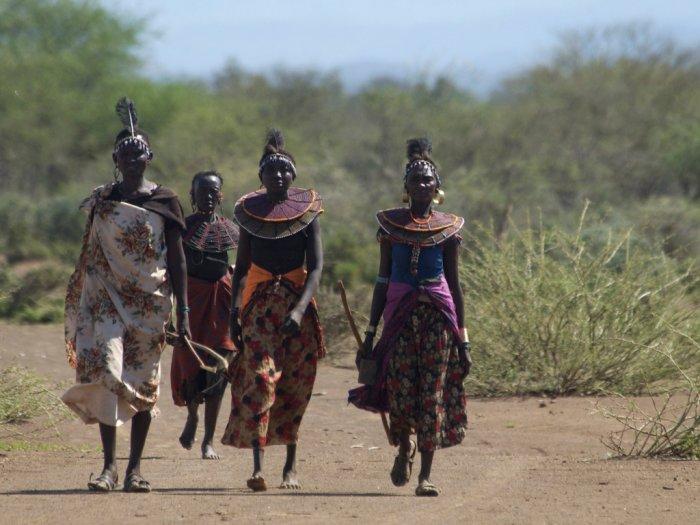 Tradisi Sunat Perempuan dengan Cara Ekstrem Suku Polot