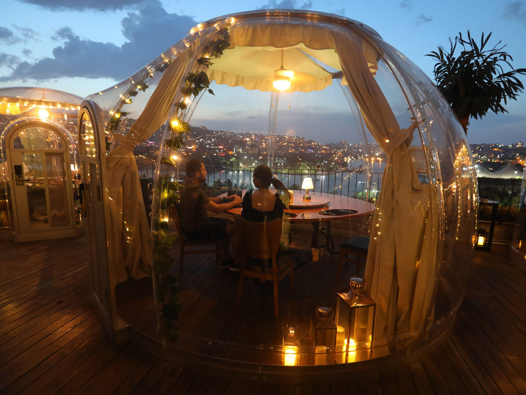 FOTO Restoran di Istanbul Sediakan Ruangan Zona Bebas Covid-19