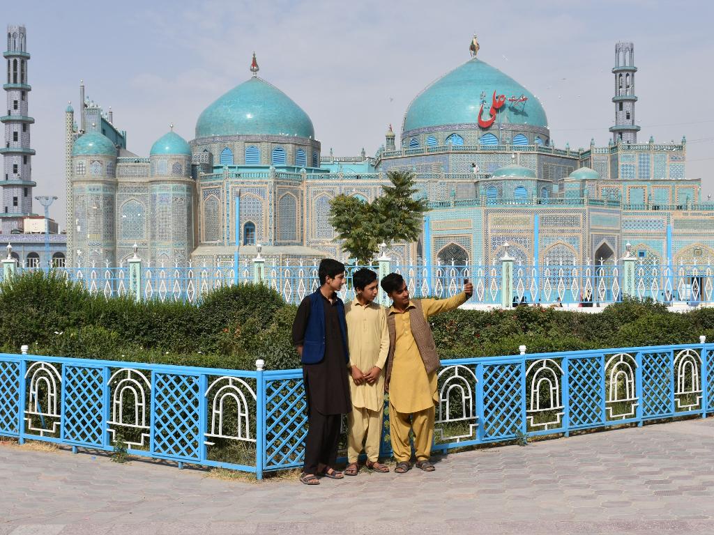 FOTO Masjid Biru di Afghanistan Kembali Dibuka