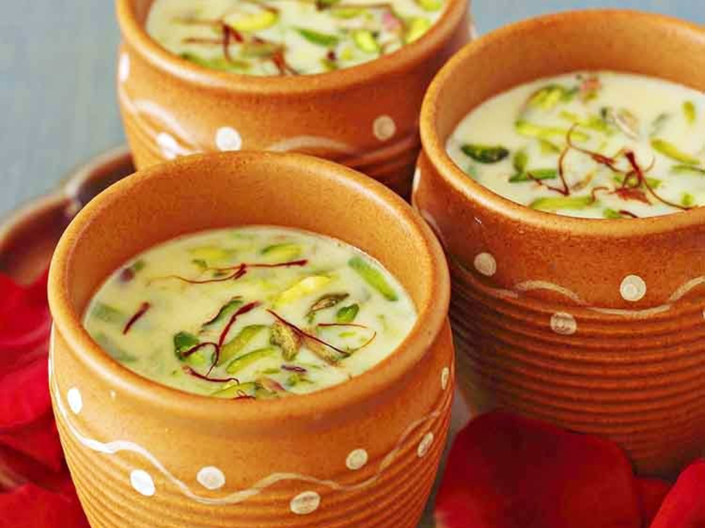 Bhang Thandai Minuman Ganja pada Perayaan Holi di India