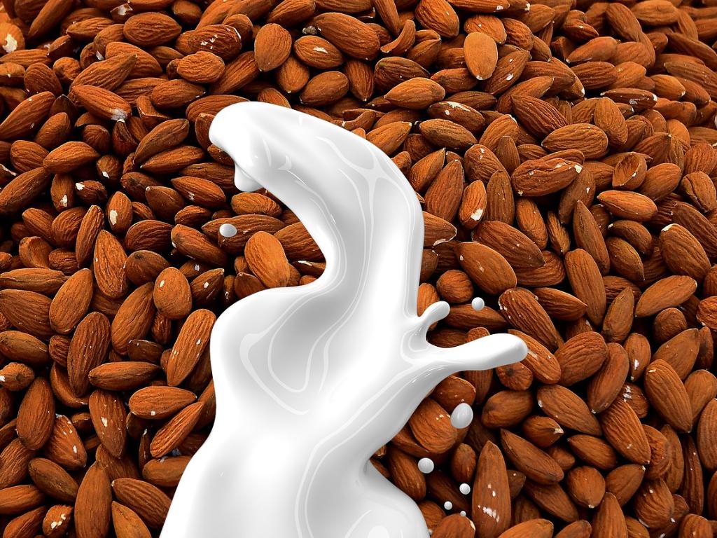 4 Manfaat Kesehatan yang Kamu Dapatkan Saat Minum Susu Almond