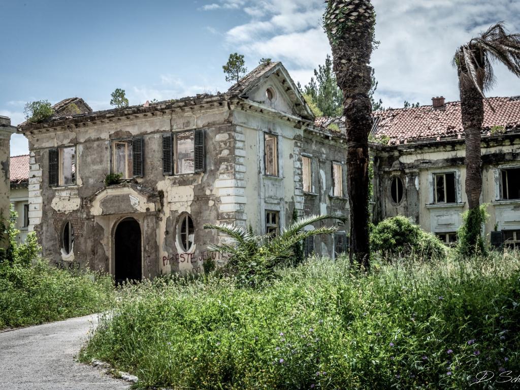 Kisah Komplek Hotel Kosong Sisa Perang di Kroasia Konon Katanya Berhantu
