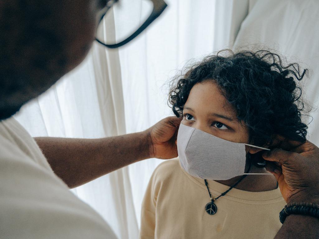 Benarkah Virus Corona Bisa Merusak Otak Anak