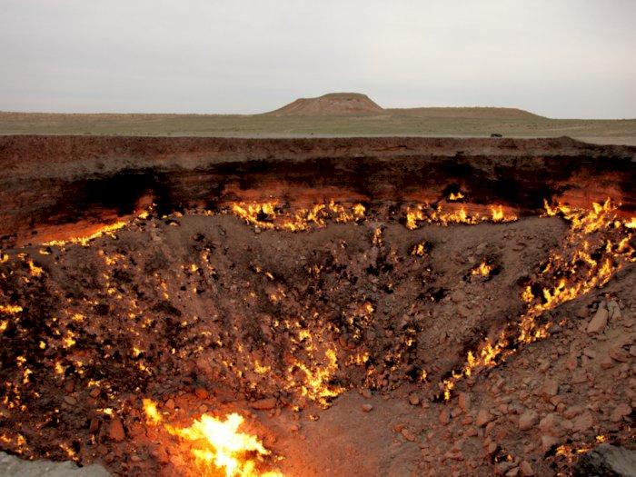 Melihat Kawah Gas Terbakar di Turkmenistan Bagai Pintu Menuju Neraka