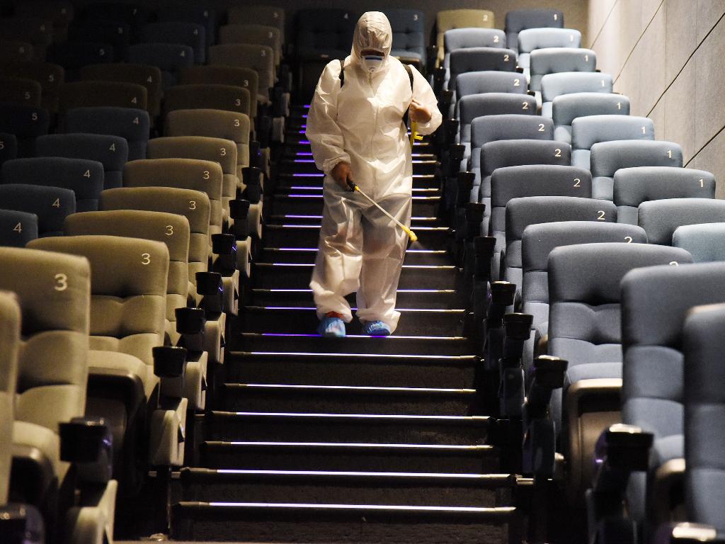 FOTO Bioskop di Tiongkok Kembali Dibuka