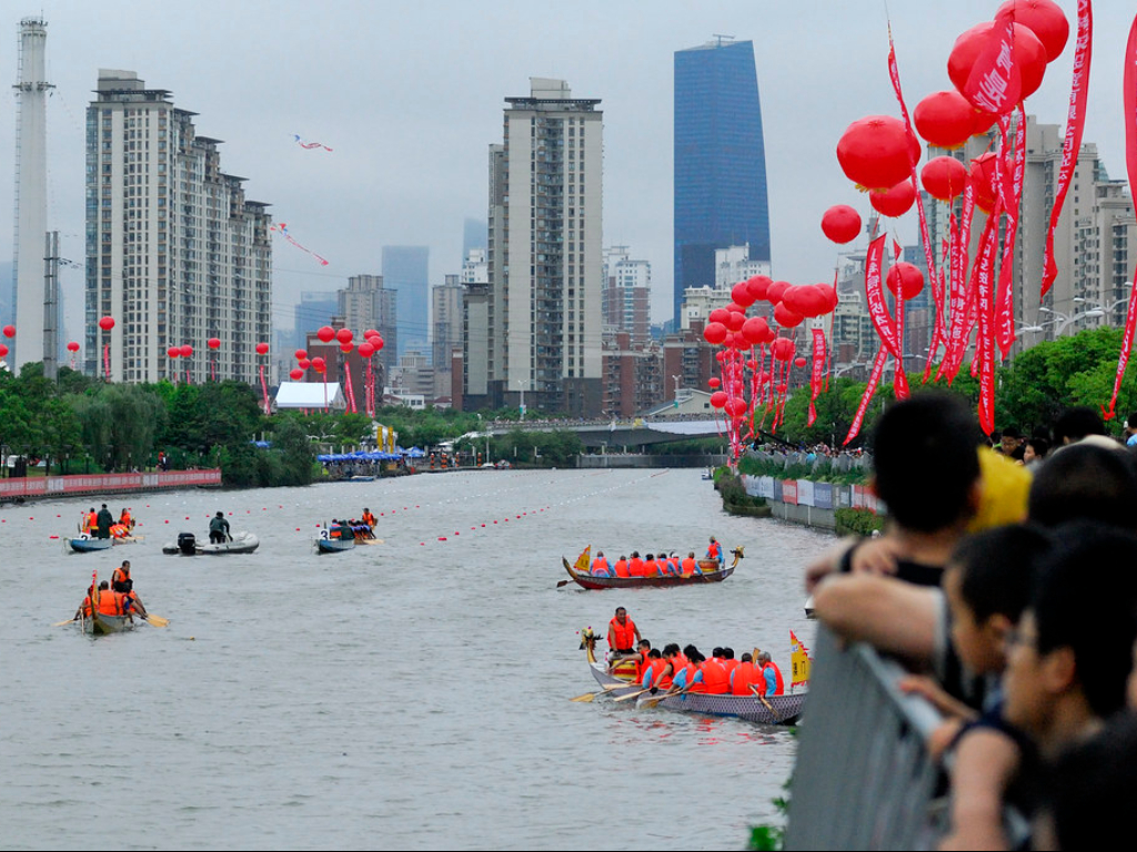 Festival Perahu Naga di Shanghai Dibanjiri Jutaan Wisatawan
