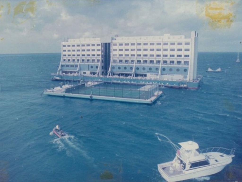 Mengenal Hotel Apung Pertama di Dunia Pernah Kena Angin Topan Hingga Rugi Besar