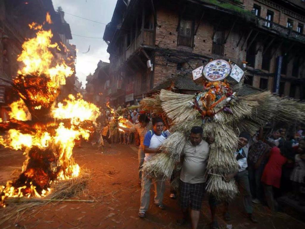 Ritual Pembakaran 039Setan039 dalam Festival Newari di Nepal