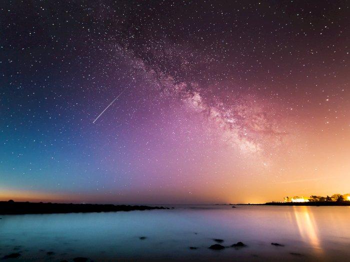 3 Fenomena Unik Langit Malam di Bulan Desember Mulai Hujan Meteor Hingga Gerhana Matahari