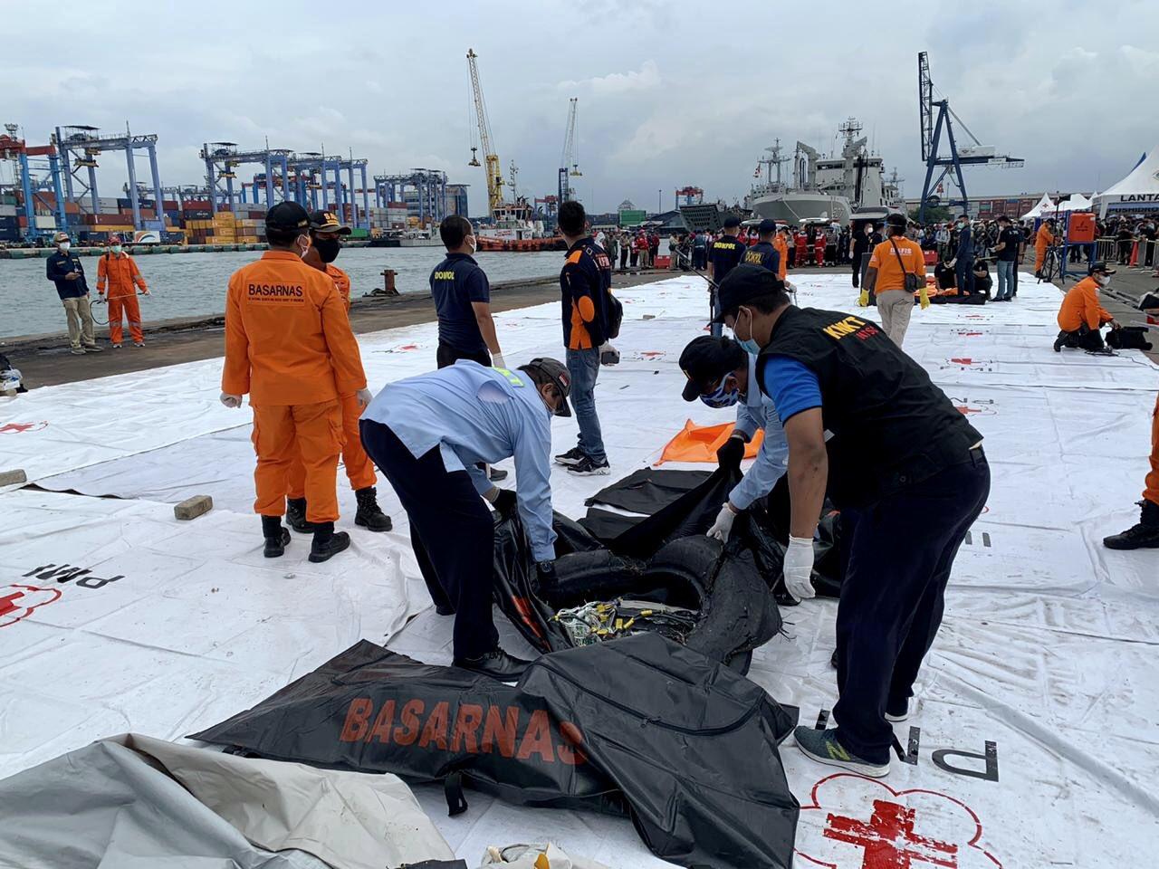 Singapura Tawarkan Bantuan Cari Black Box Sriwijaya Air