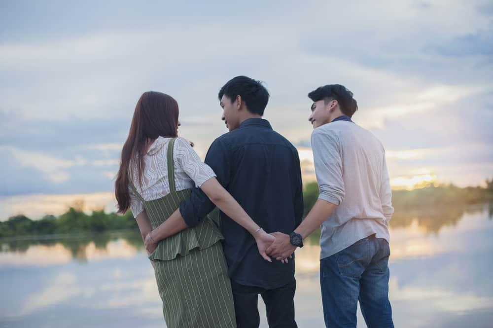Jangan Mendua 3 Cara Keluar dari Rumitnya Jerat Cinta Segitiga
