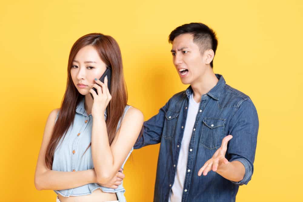 Hadapi Pasangan yang Suka Ngatur-ngatur dengan 3 Cara