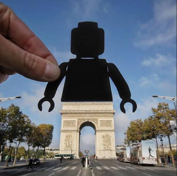 Kwikku, Robot dan Arc De Triomphe