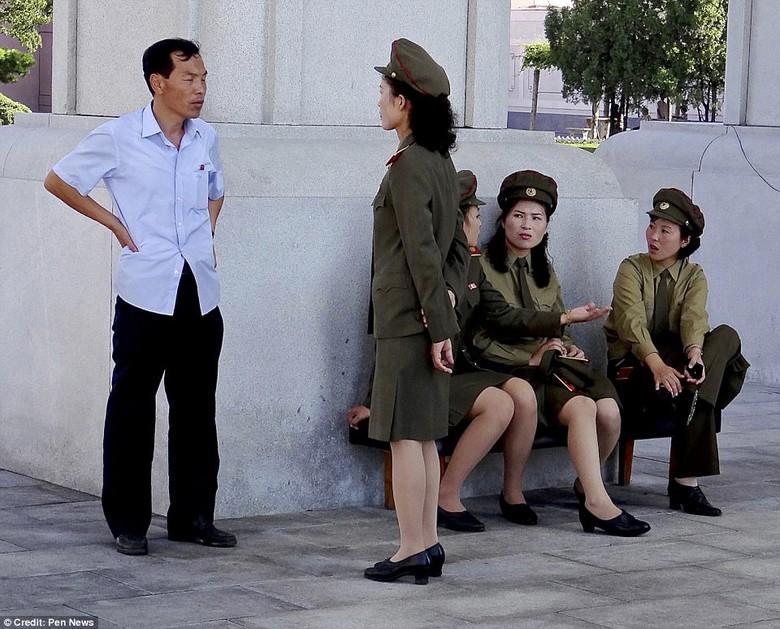 Kwikku, Tentara Wanita sedang diceramahi
