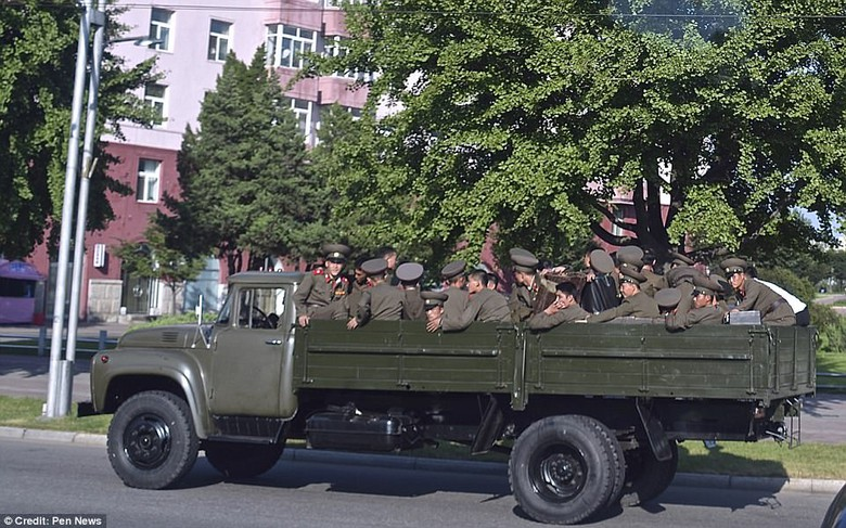 Kwikku, Para tentara sedang dalam perjalanan