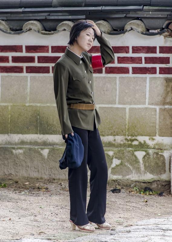Kwikku, Potret tentara wanita dengan sepatu high heels