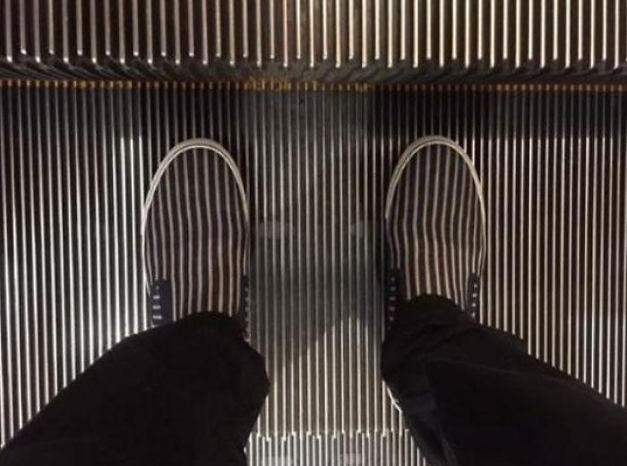Kwikku, Keliatan sepatunya gak